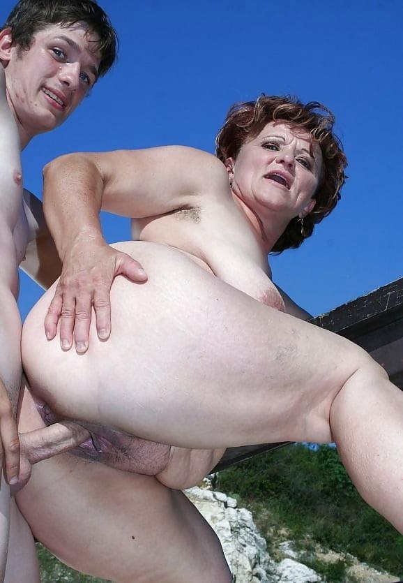Outdoor mature nude pics, women porn gallery