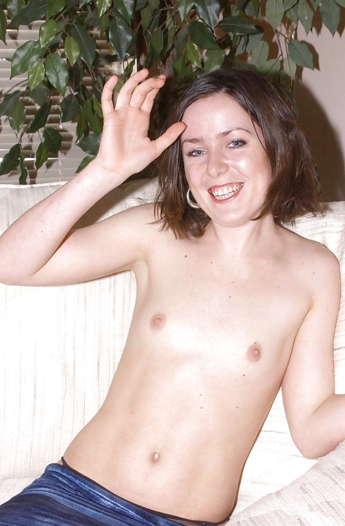 flatchested-stripper-anateur-coed-nude