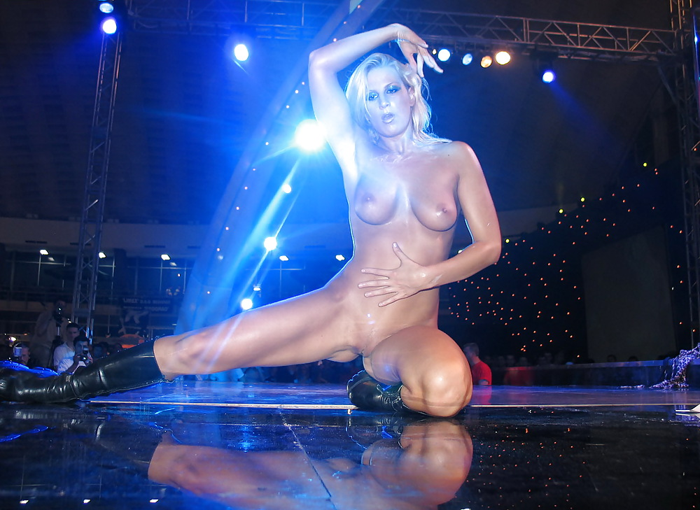 Tracy shaw exposing fucking sexy nude body and hot ass on stage