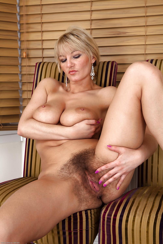 волосатая блондинка на порно фото нигде заставляли раздеваться