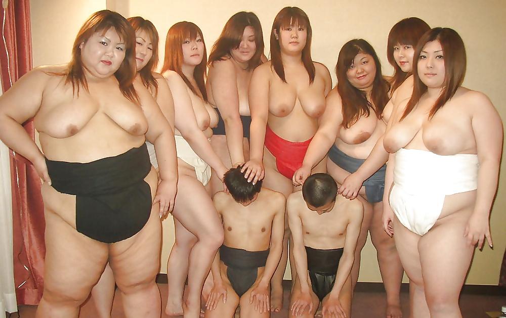 woods-girls-sumo-nude-girl