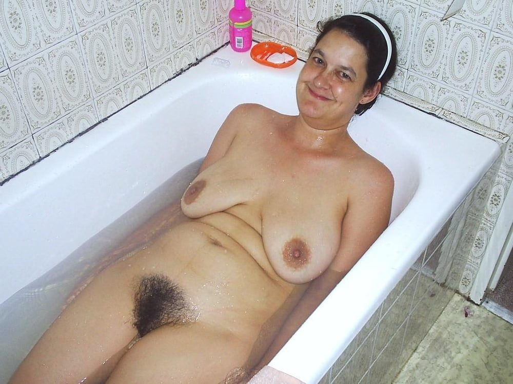 sexy-naked-mature-nude-women-in-tub