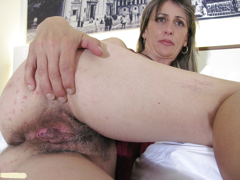 Hairy mature snatch