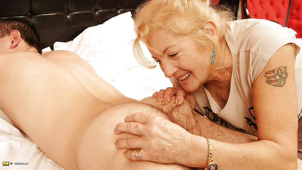 granny-with-young-girl-pics