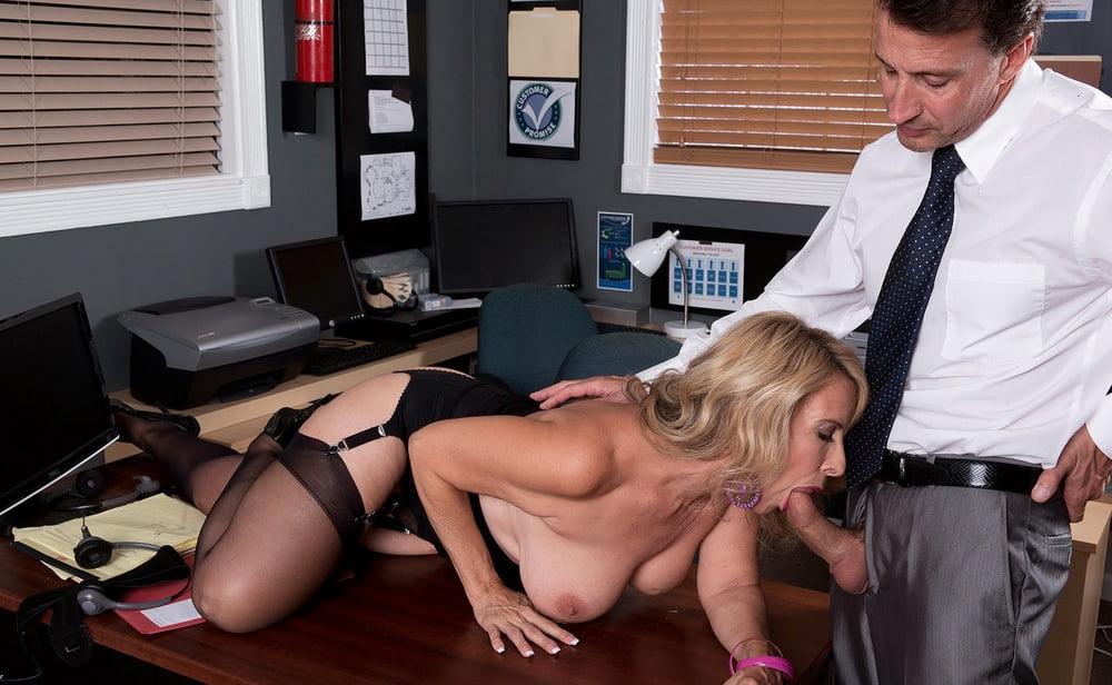 опоздала на совещание порно проблем партнёрском сексе