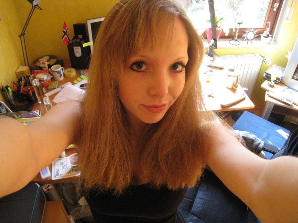 Abiturientin Lena aus Kiel zeigt gerne ihren geilen