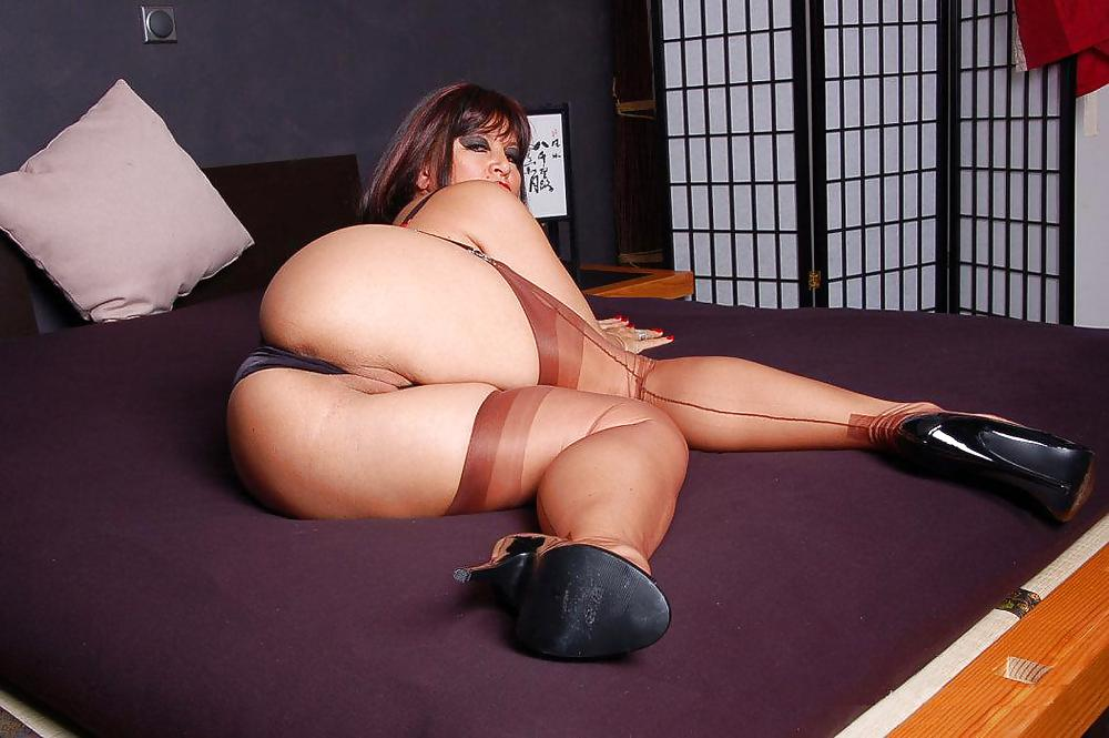 Filthy Curvy Claudia Has Great Legs Pictures 1