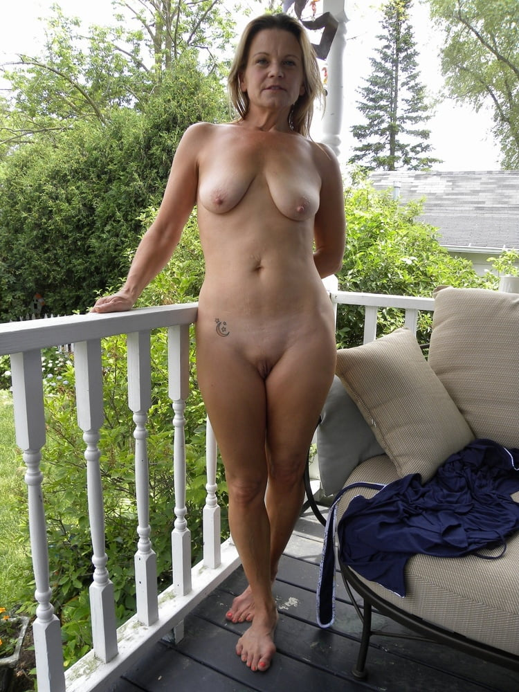 Online my sexy fully naked wife