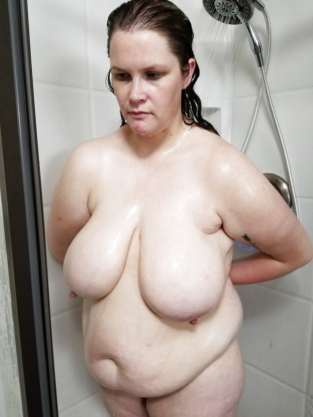 wifes-funny-ugly-naked-pics-in-the-shower-wet-live