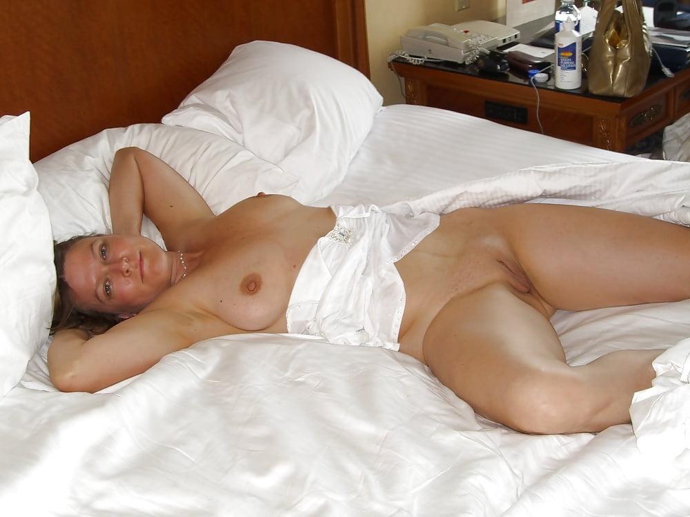 Sexy girl sleeping nude