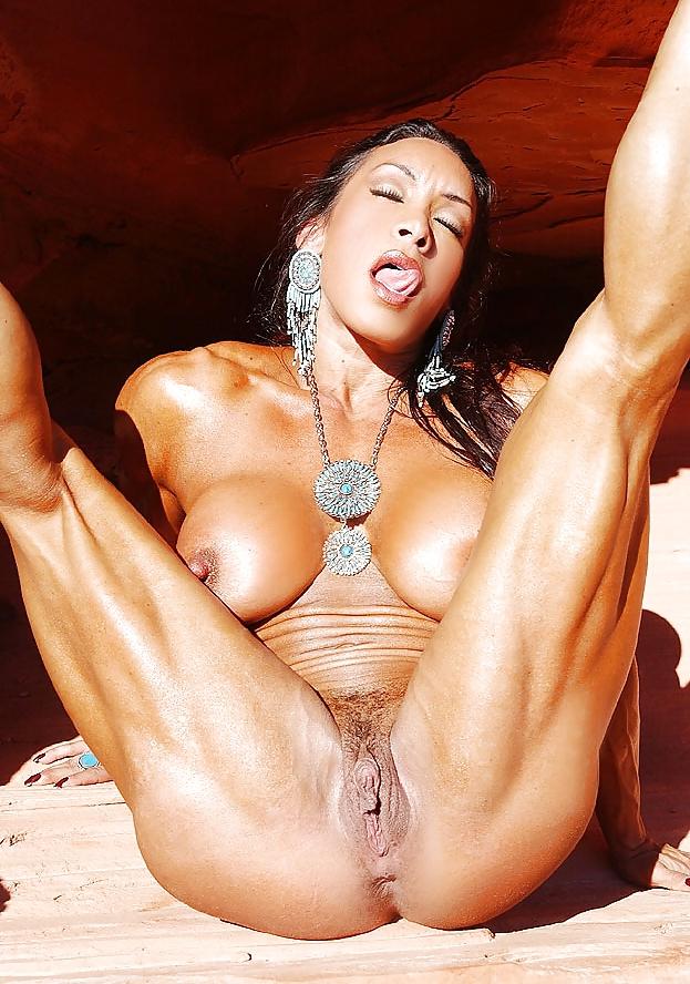 Телочка с накаченной попкой и ногами порно