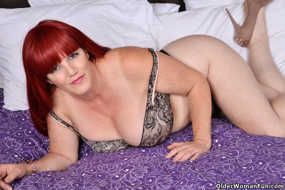Roxee Robinson from OlderWomanFun