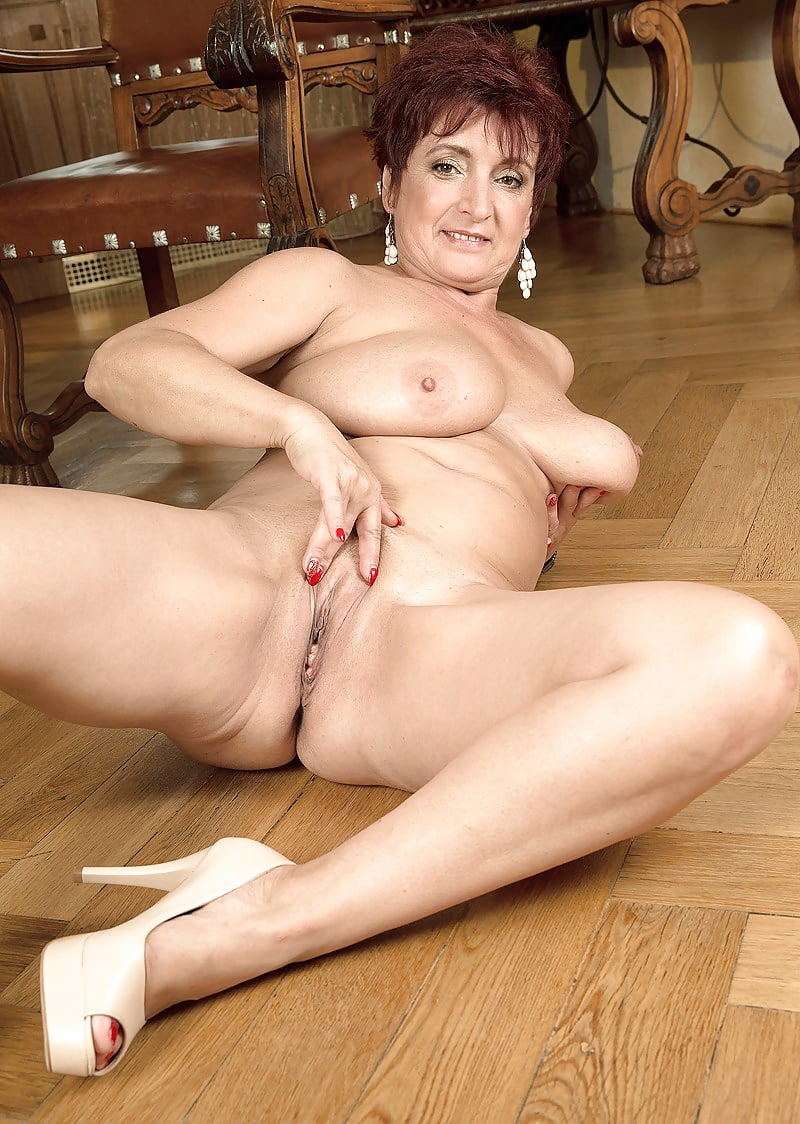 hot-solo-mature-nudes
