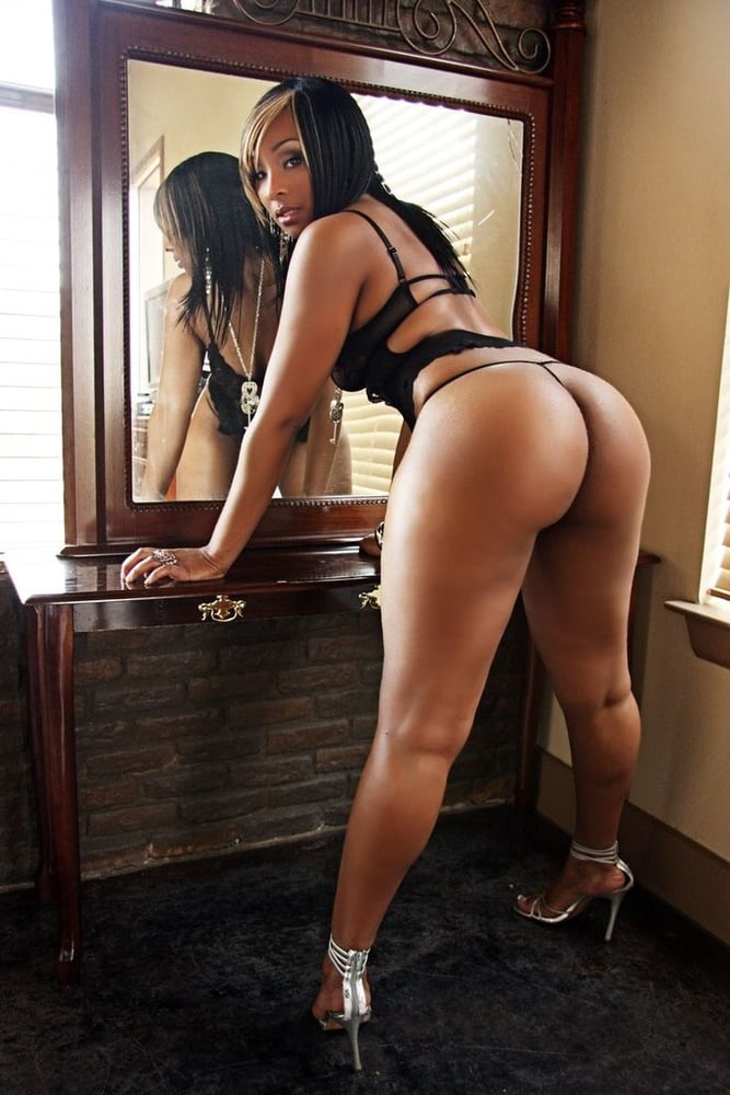 Sexy Ebony Bending Over