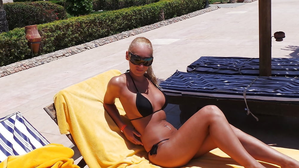 Thick blonde bikini