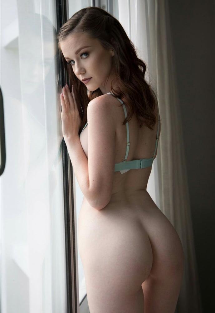emily-stem-nude