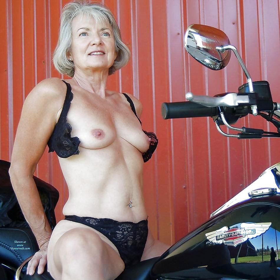 porn-eleonora-naked-older-sexy-babes-upskirt-videos-football