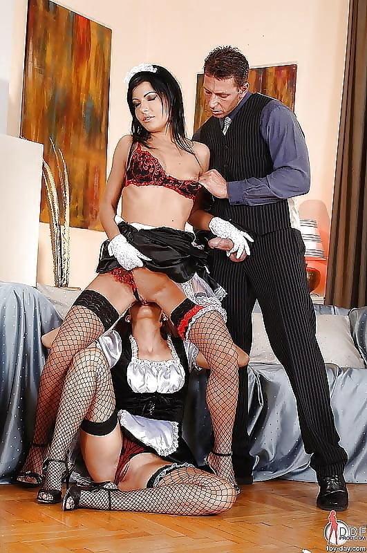 Богатая дама трахается с прислугой