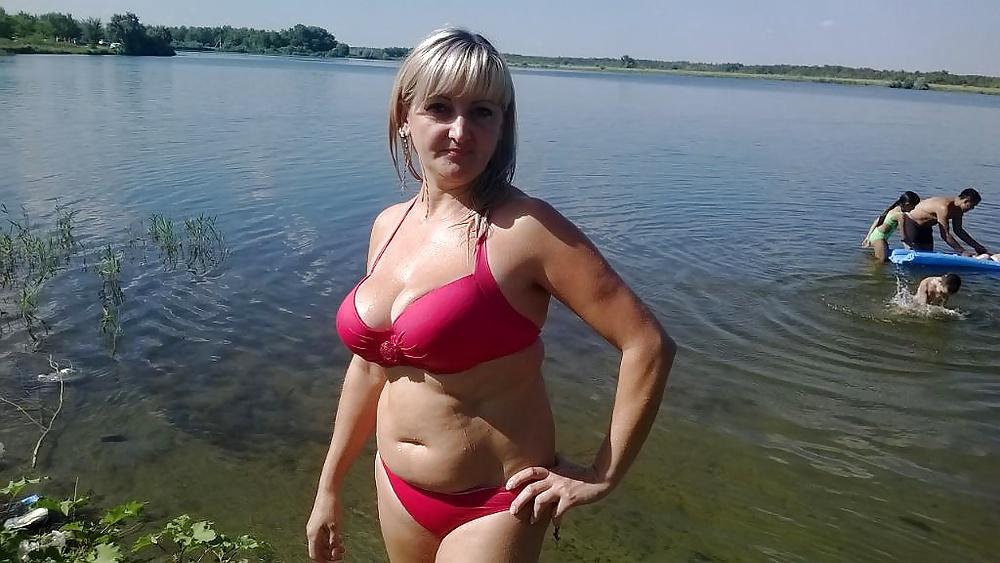 russkuyu-grudastuyu-zhenu-konchaet-v-rot-blondinke-s-bolshoy-grudyu