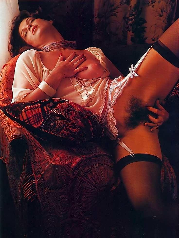 smotret-otkrovennoe-eroticheskoe-retro-video
