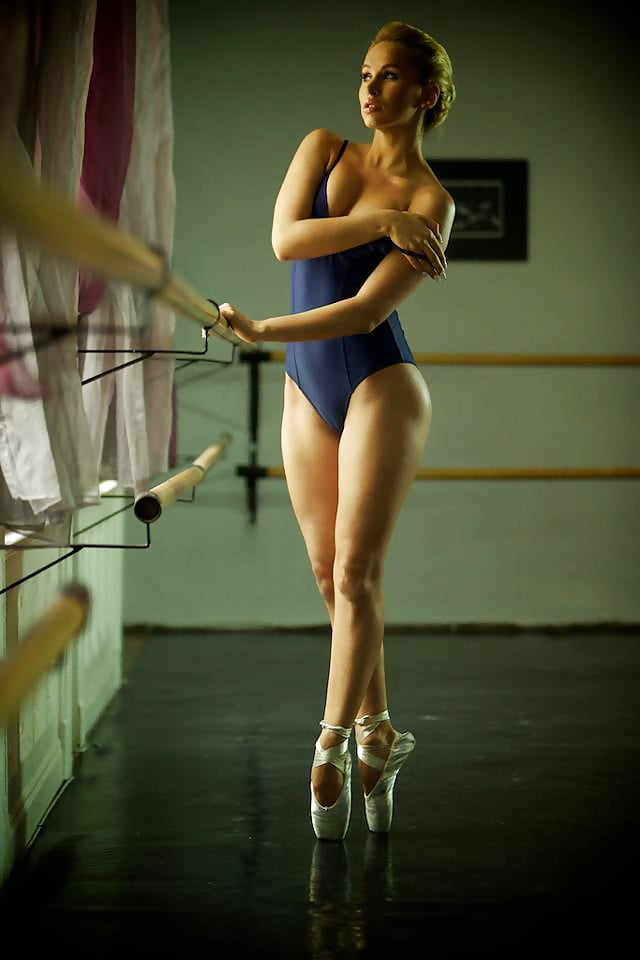 Sexy girl naked dance-5505