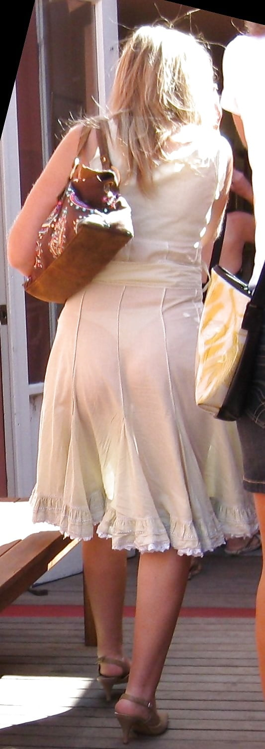 Девушки в просвечивающих юбках подсмотренные фото частные