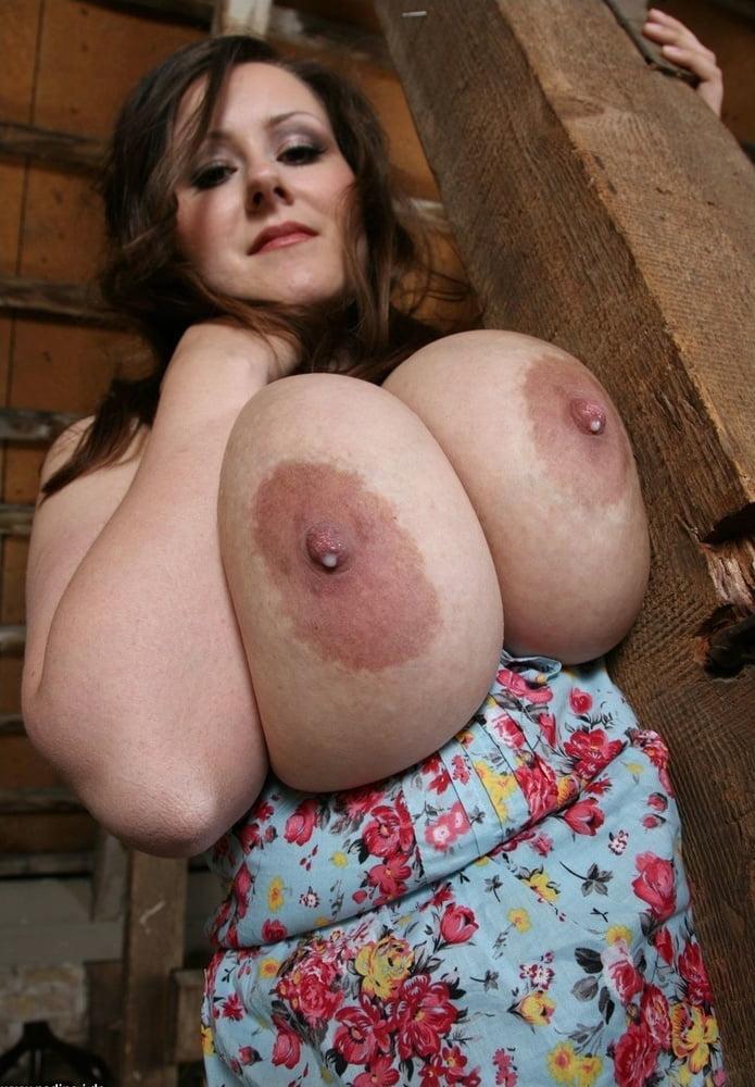 модели, искусно ему понравилась ее огромная грудь уже