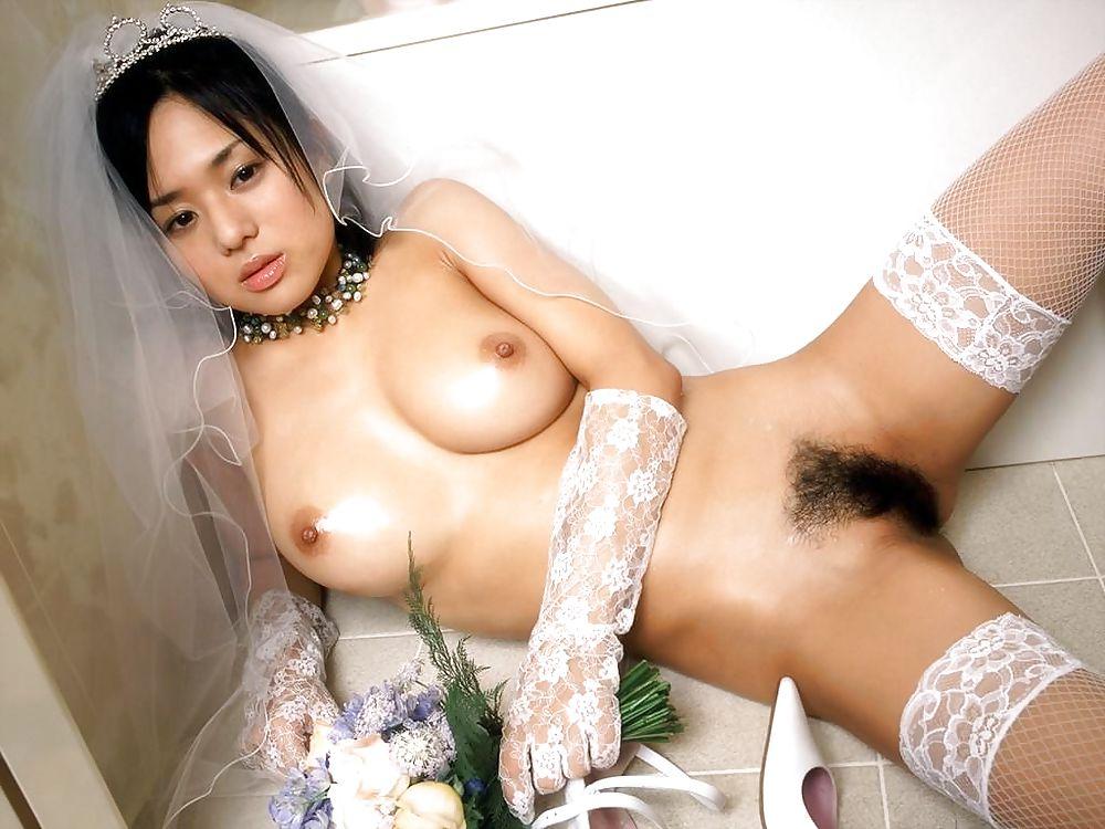 Теща лесбиянка трахнула свою невестку помпе онлайне
