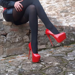 Laura On Heels And Pantyhose