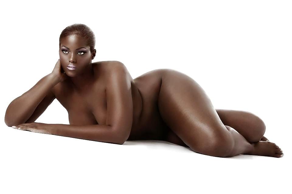 bulky-nude-ebony-naked-robin-shirbotsky