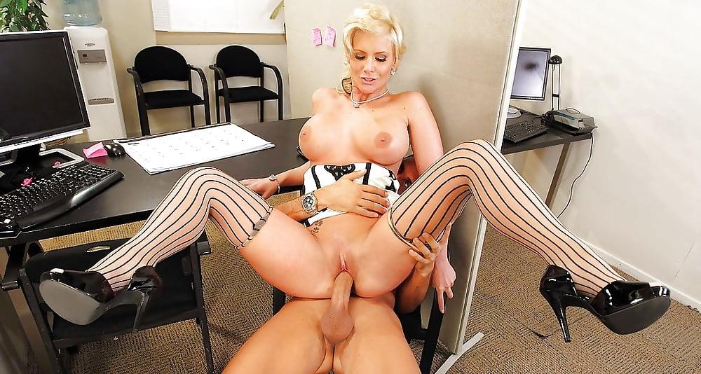 так красивое порно с сексуальной секретаршей руки спортсмена отрывали