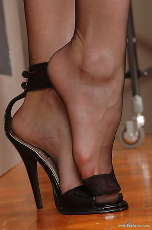 Pics veiny feet