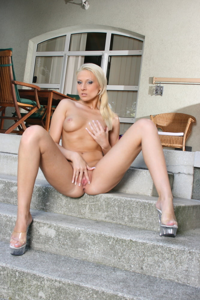 Blonde PAWG Teen Lucy Outdoor Fuck by Stranger in Holiday - 27 Pics