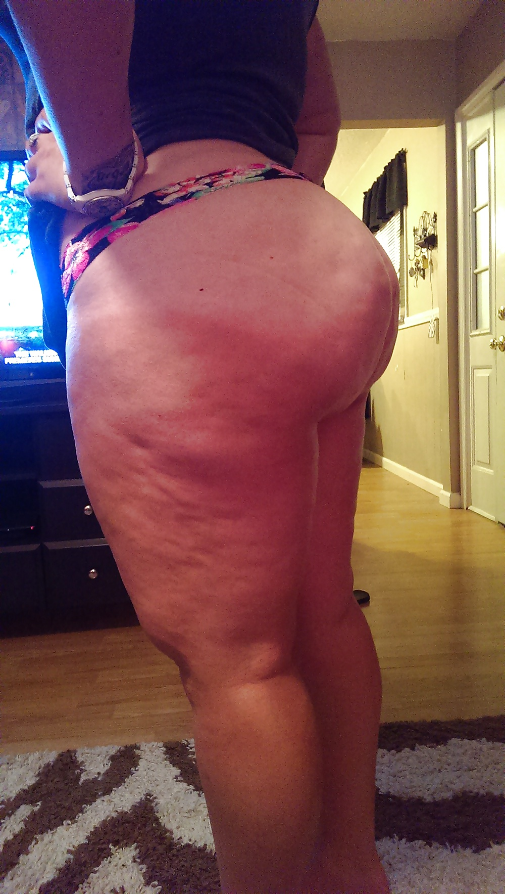 Big booty pawg seethrew can see the tats on her ass omfg - 1 6