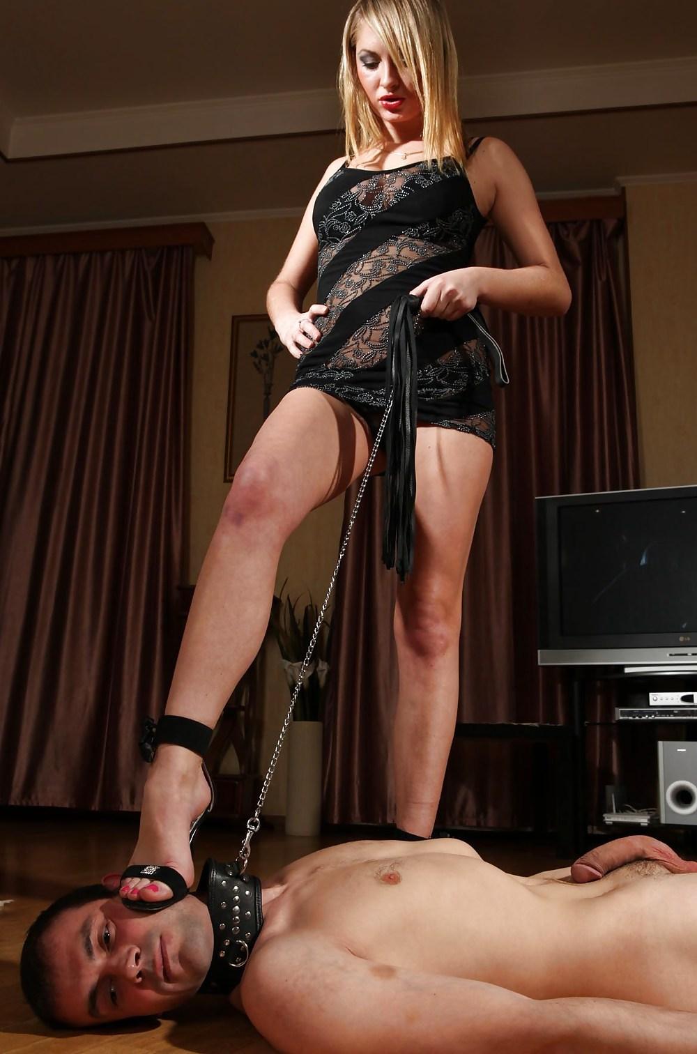 Порно женское доминирование ногами — img 2