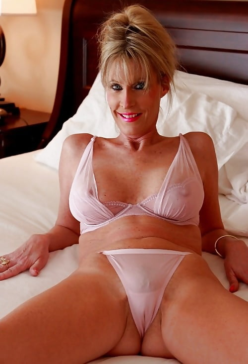 Mature women in sexy lingerie — photo 5