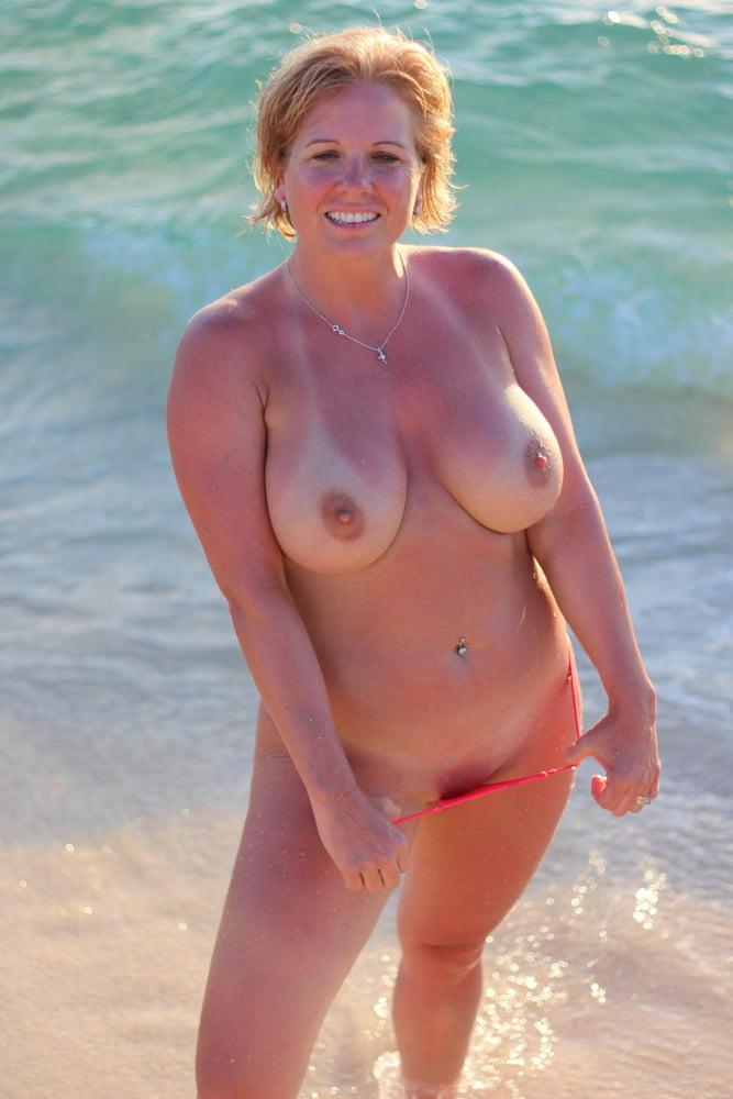 Huge Boobs Mom In Bikini Hardcore Sex