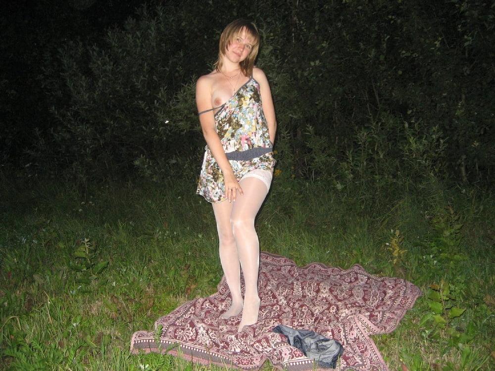 Фото девушек в юбках одних дома в деревне частное, кончает грудастой в рот фото