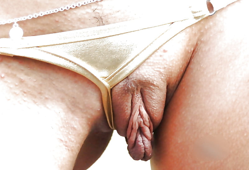 Master plays slave her clit and put metal clamps on her pussy lips sex photo