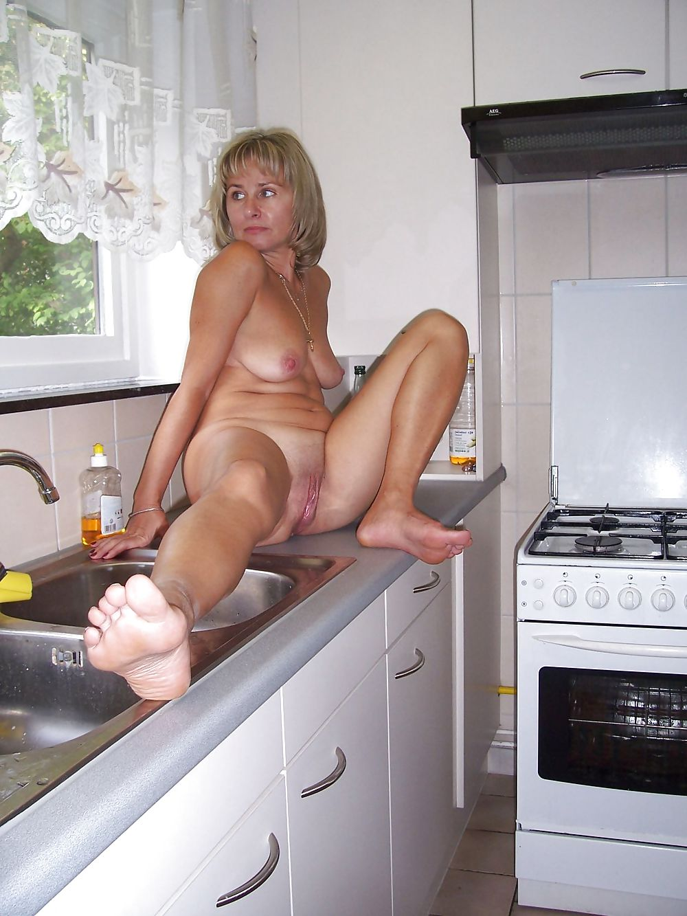 mature-wife-in-kitchen-college-girls-fucking-in-public