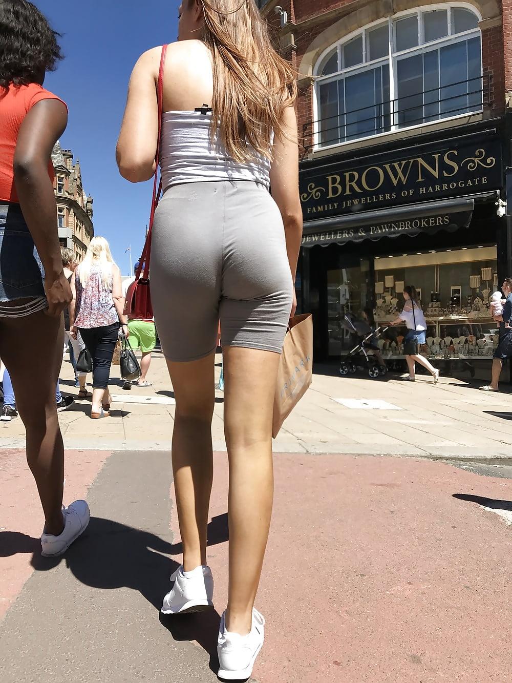 black-pussy-girls-in-yoga-shorts