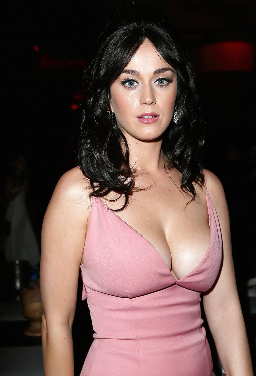 ray-big-boobs-of-hollywood-eating-loos-motion