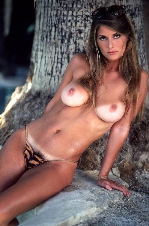 girls-deanna-smith-nude-girl-shorts