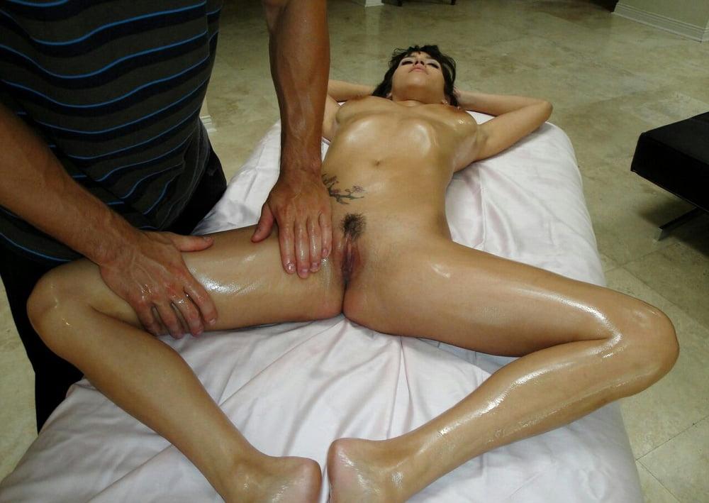 смотреть онлайн порно девушка получила не только массаж - 2