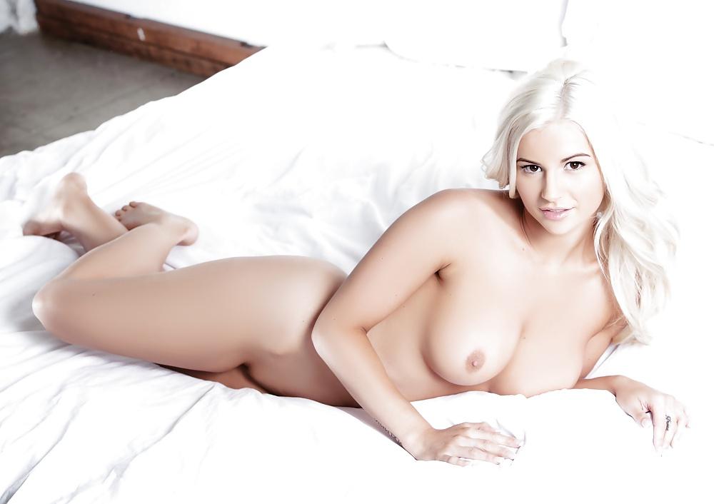 Amy Lee Nude Celebs