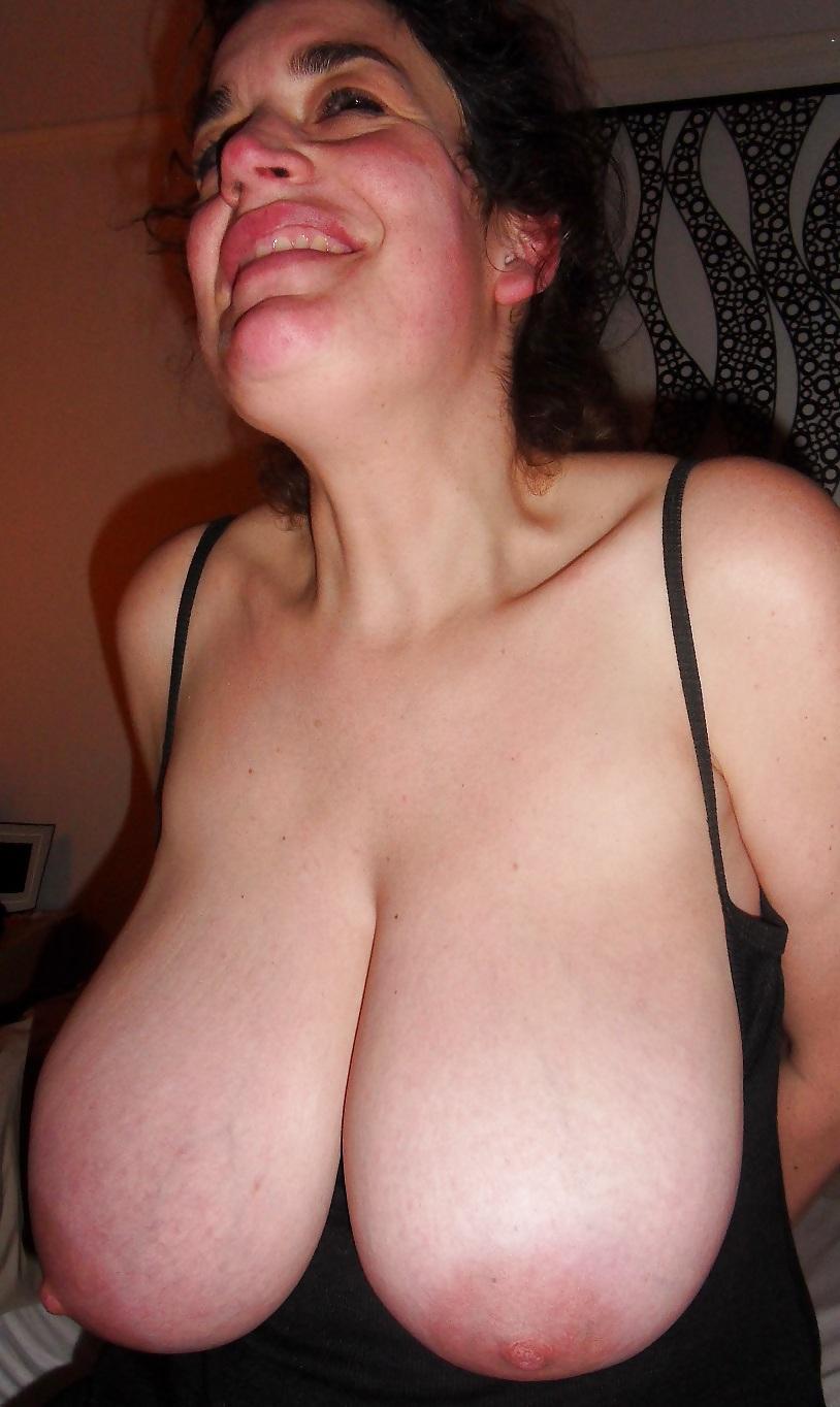 Big Tits Housewife