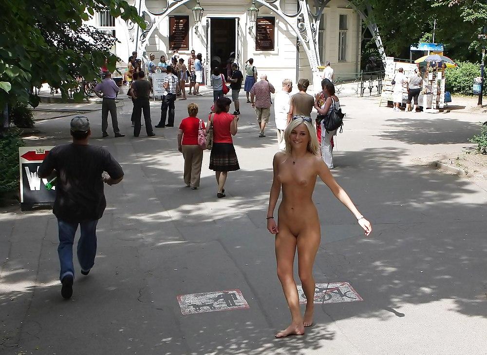 эротические фильмы на улице при людях - 8