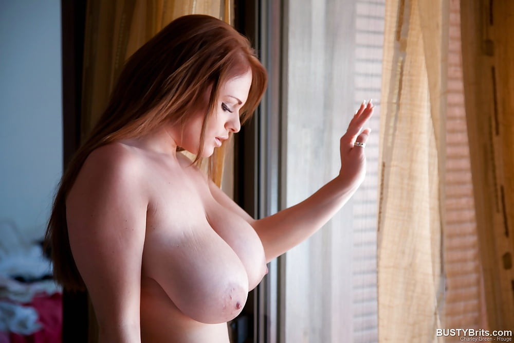 nude-busty-british-girls-in-public-sexy-outfits