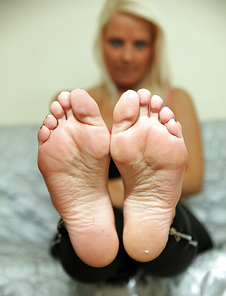 ugly-girl-sexy-feet-black-cum-in-white-pussy-pregnant