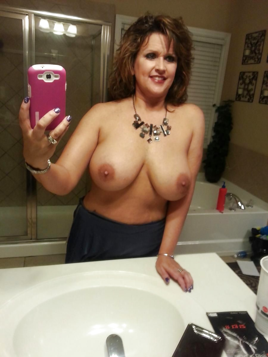 Sex images busty milf mirror selfie thesexme milf sexy selfie